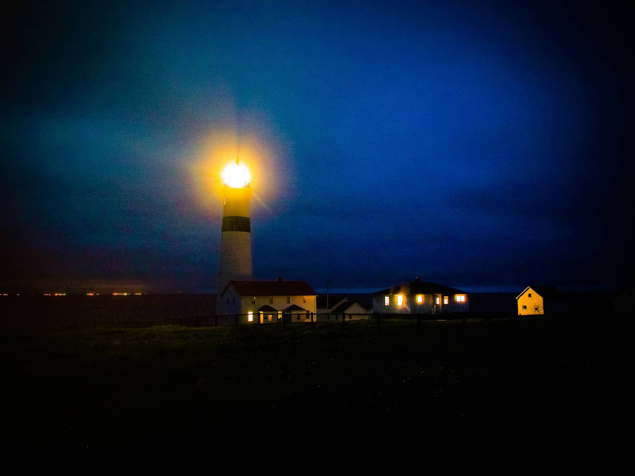 Leuchtturm im Dunkeln Labrador