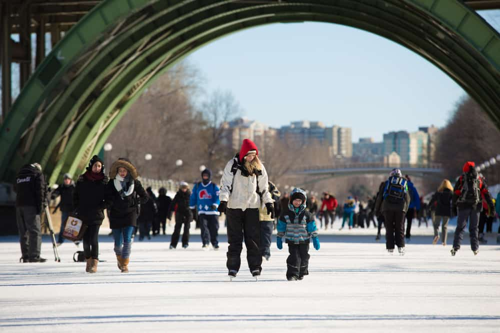 Eislaufen auf dem Rideau Canal in Ottawa, Kanada