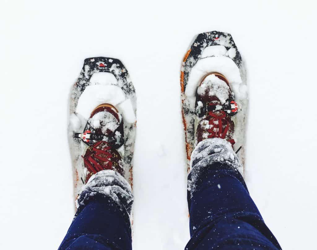Schneeschuhe im Schnee