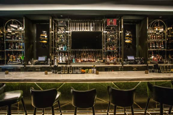 Bar im Bisha Hotel in Toronto
