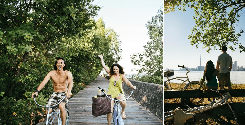Links: Fröhliches Pärchen auf Fahrrad, Rechts: Pärchen vor de Skyline von Toronto auf den Toronto Islands
