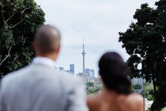 Paar vor CN Tower