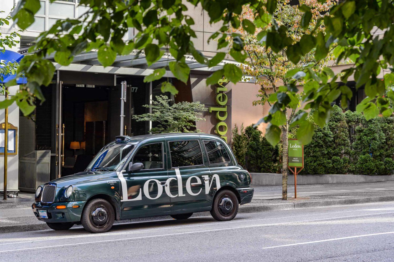 Loden Drop Off Cab steht auf einer Straße in Vancouver