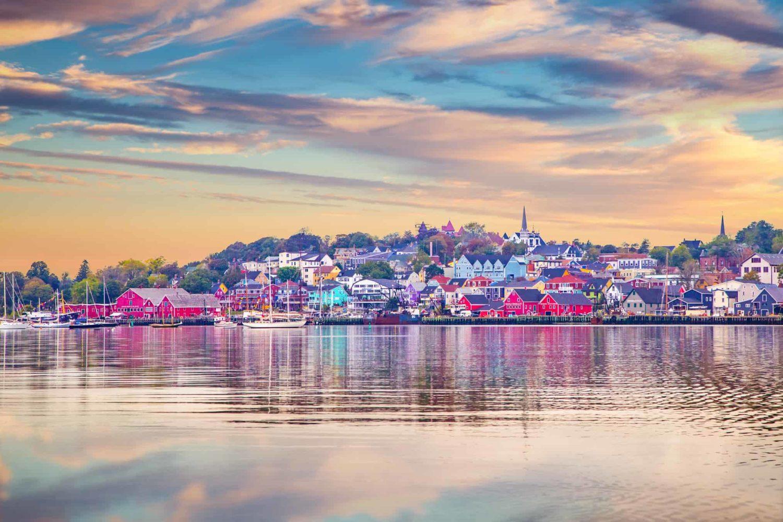 Blick auf die Küstenstadt Lunenburg