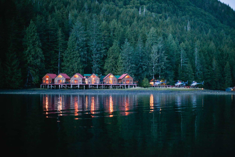 Häuser im Nimmo Bay Resort hinter dem Nimmo Bay