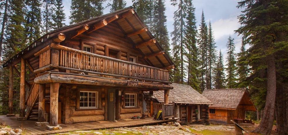 Eine Holzhütte der Twin Falls Chalets