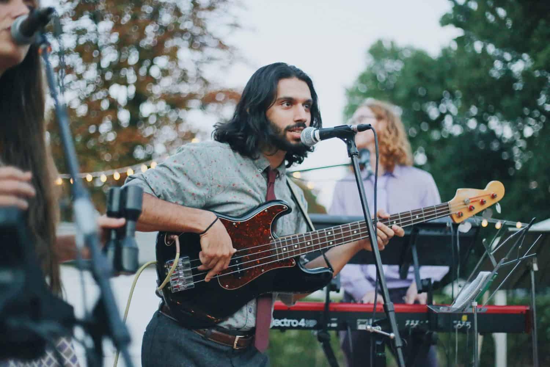 Newcomer Band spielt im Freien