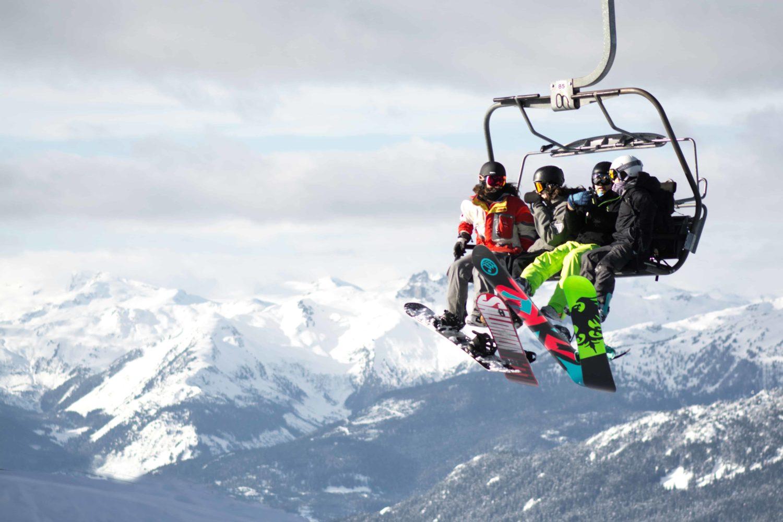 Skilift mit drei Personen