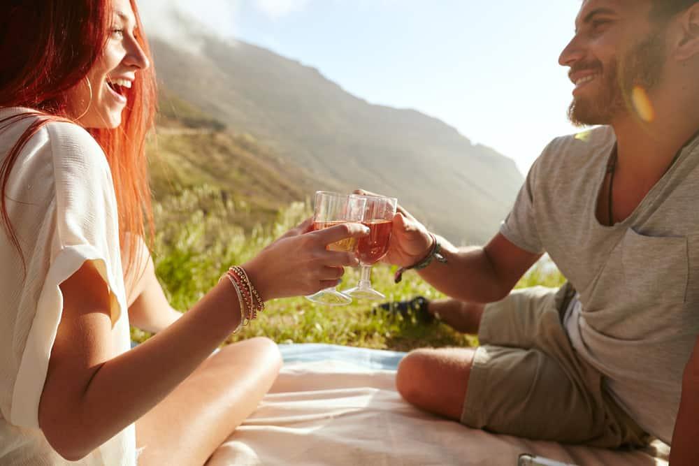 Paar Picknick Wein in den eastern Townships von Quebec