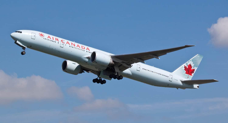 Air Canada Flugzeug (Boeing 777) hebt ab
