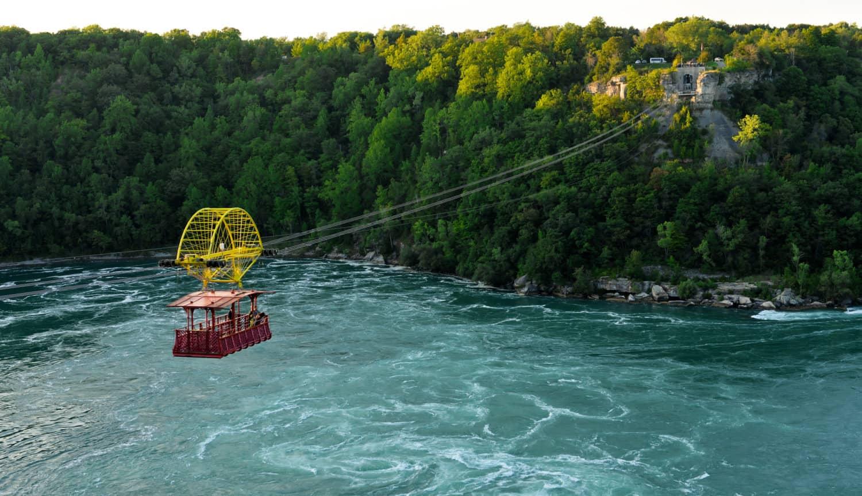 "Luftseilbahn, ""Whirlpool Aero Car"" färt über den Niagara-Fluss"