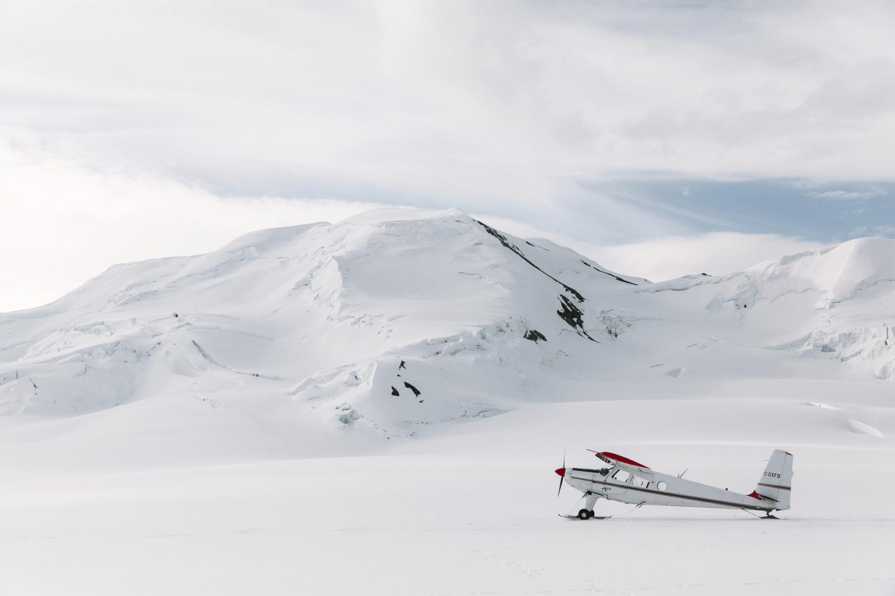Luftflugzeug auf einem der größten Gletscher der Welt im Kluane Nationalpark in Yukon, Kanada.
