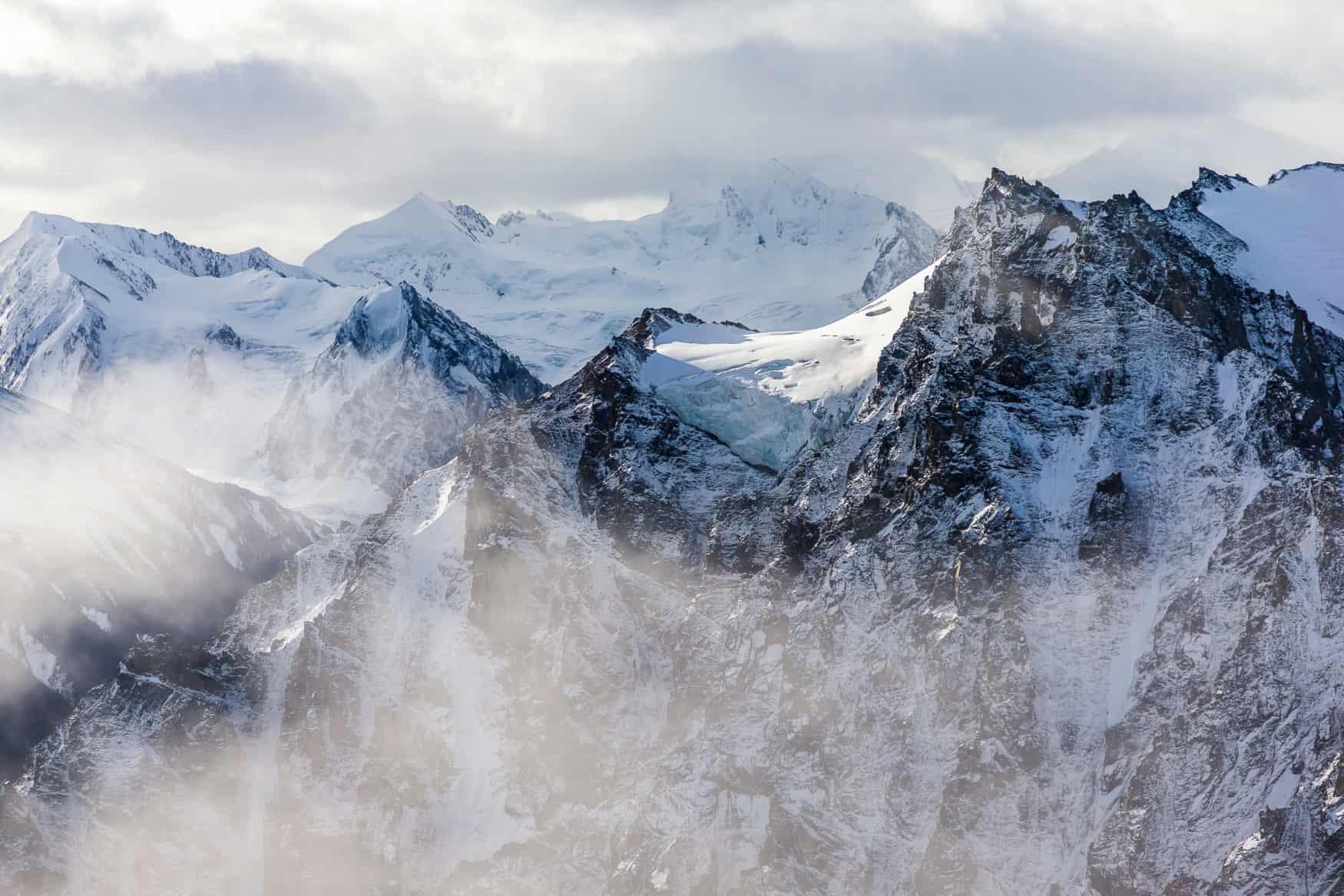 Luftaufnahme eines der größten Gletscher der Welt im Kluane Nationalpark in Yukon, Kanada.