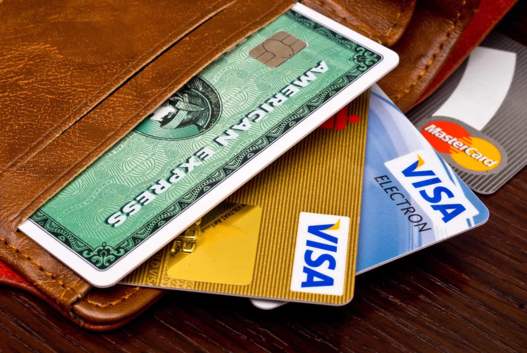 visa, mastercard, American Express in einer Brieftasche