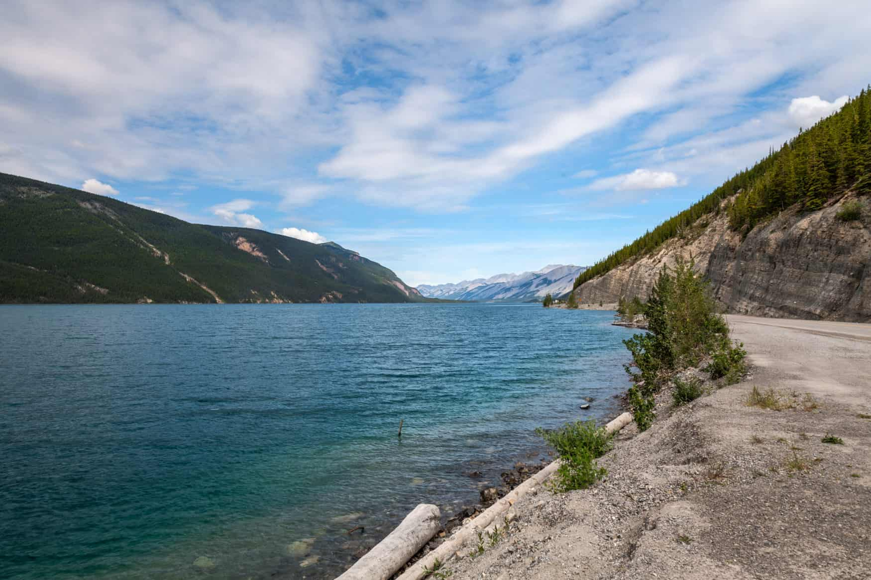 Muncho Lake am Alaska Highway in British Columbia, Kanada