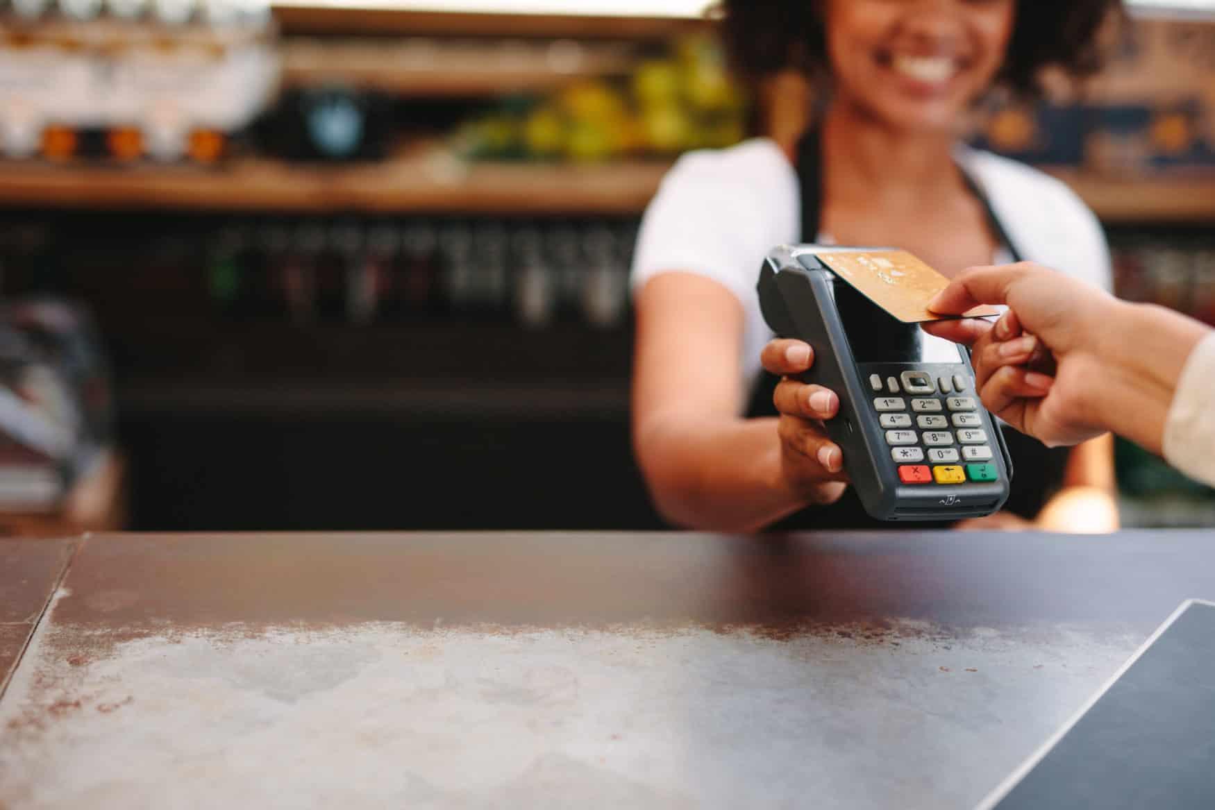 kontaktlos mit bezahlen mit Kreditkarte