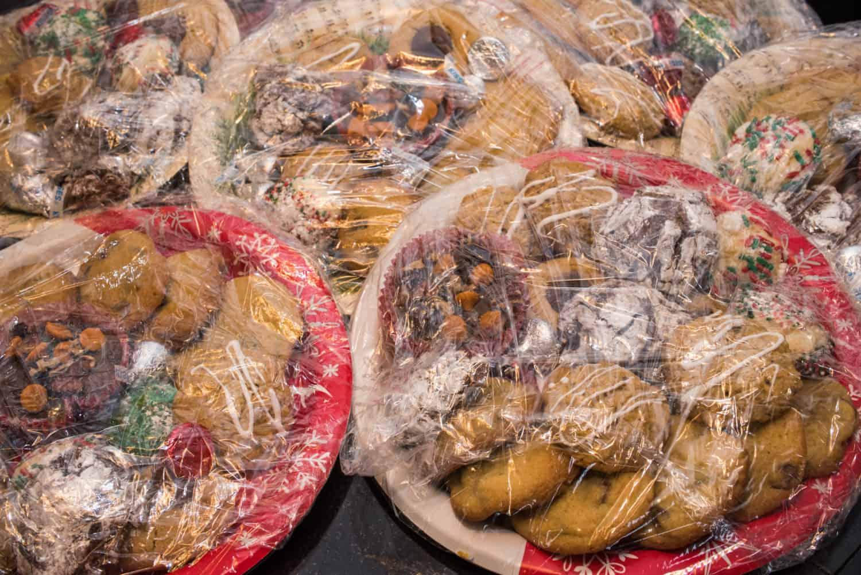Weihnachtsessen in Frischhaltefolie eingepackt