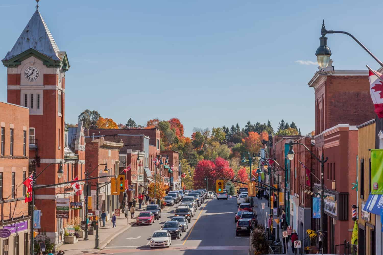 Kleinstadt Bracebridge, ONTARIO, CANADA im Herbst