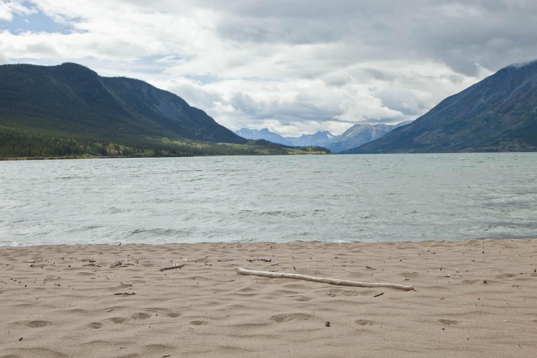 Bennett Beach, Yukon im Norden Kanadas.